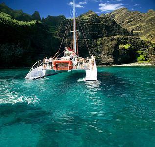 Akialoa NaPali Snorkel Picnic Sail