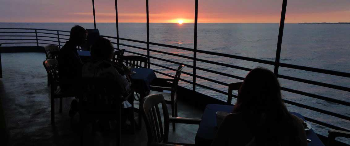 Complete listing of all Dinner Cruises in Hawaii.