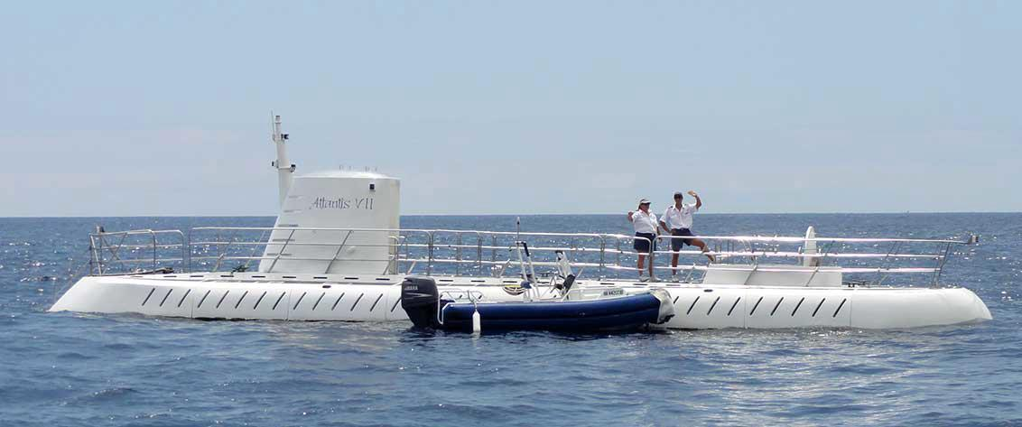 Big Island of Hawaii Submarine and Glass-bottom Boat tours are informative, educational and fun.