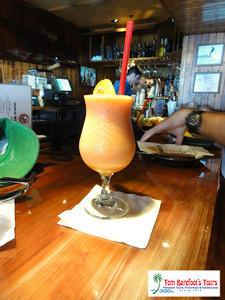 Waikiki Beach Amenities Include Refreshing Drinks and Nearby Bars
